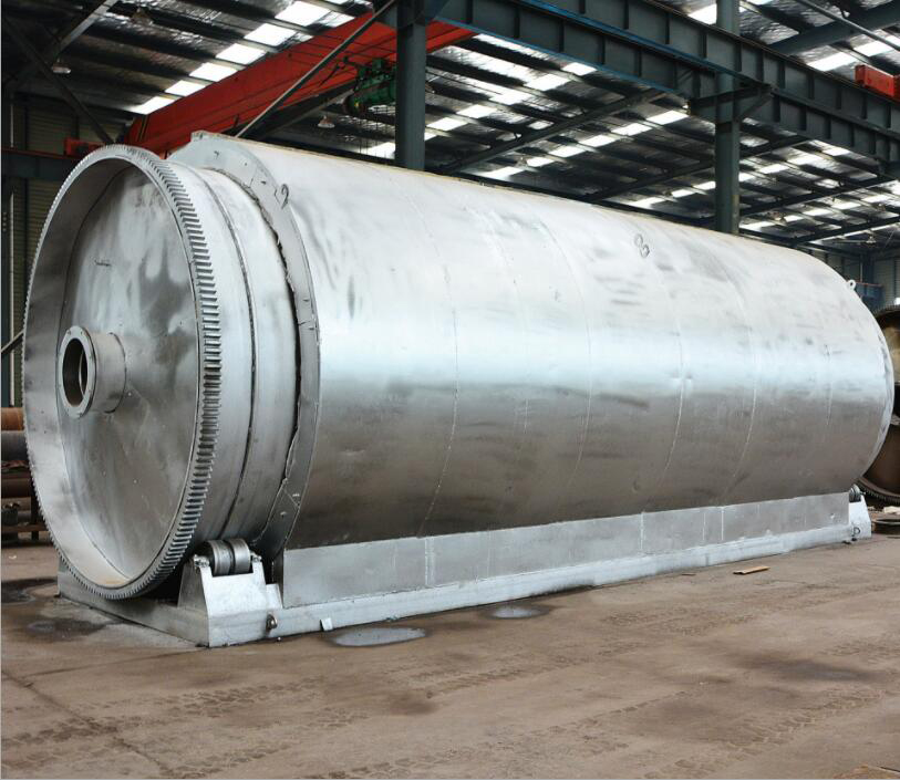 Finely processed plastic pyrolysis plant