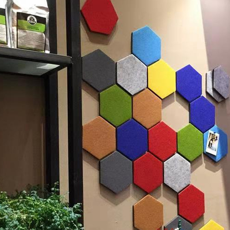 Fábrica al por mayor hexagonal colorido 3D poliéster fieltro para decoración sala de estar