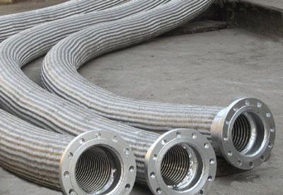 Large diameter metal hose