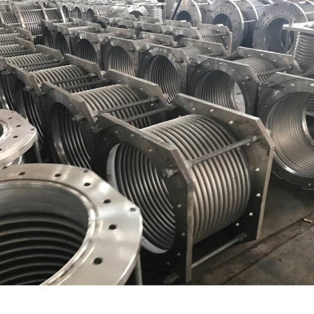Metal corrugated compensator