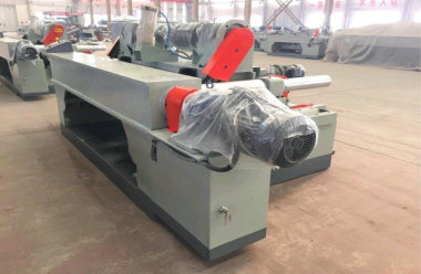 How to prevent deformation of wood rotary cutting machine