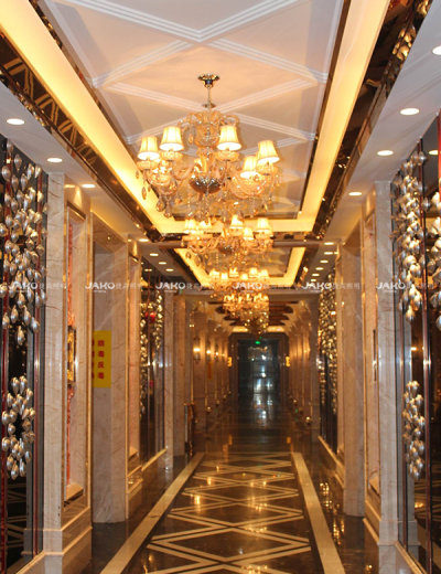 Ánh sáng mặt dây hành lang trong khách sạn Century Royal Palace