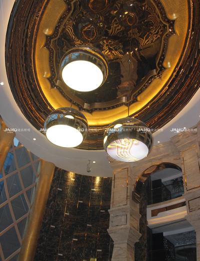 Mặt dây chuyền kim loại của khách sạn Century Royal Palace