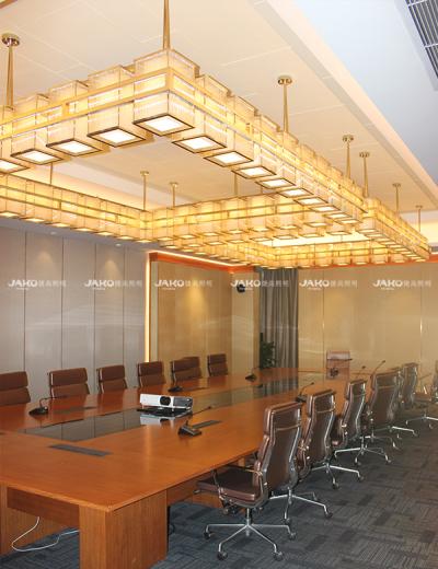 Phòng họp vuông đèn chùm đá cẩm thạch