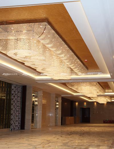 Đèn chùm pha lê treo ở khách sạn Yutong