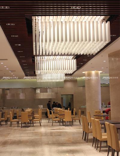 Khách sạn MạnhguZH sảnh đèn chùm pha lê hình khối