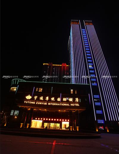 Tòa nhà của khách sạn Yutong Zunyue vào ban đêm