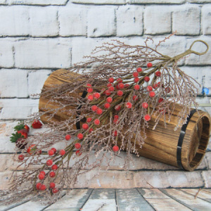 Description:64Cm Artificial Decorative Christmas Swag/Drop With Red Berry