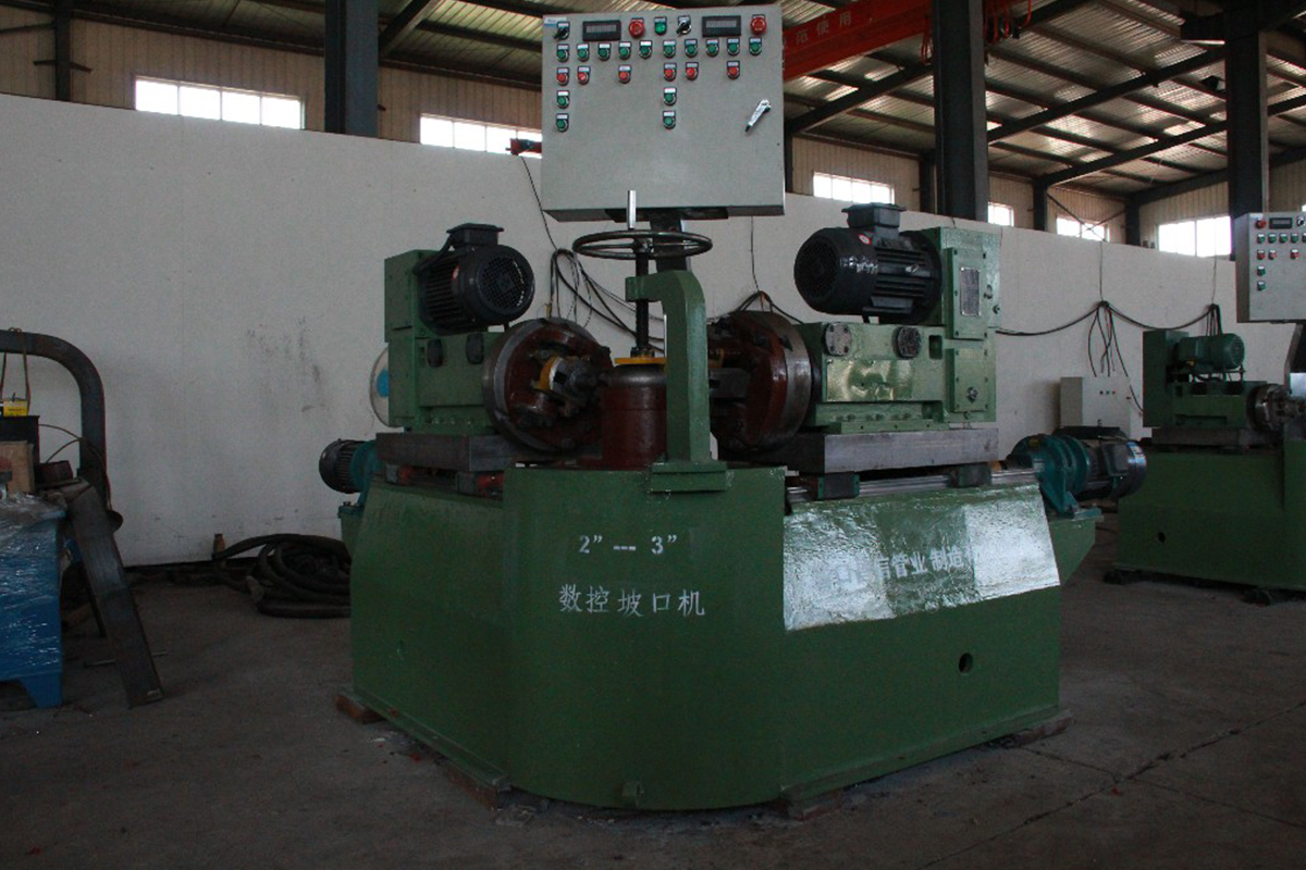 Numerical control double head elbow bevelling machine