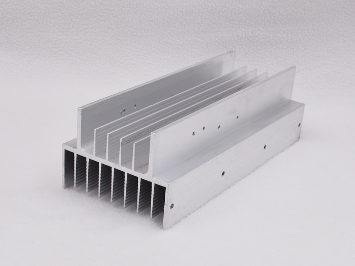 Spade-tooth radiator technology in electronic radiator