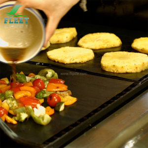 Heat Resistant Teflon Grill Mat Used as Outdoor BBQ